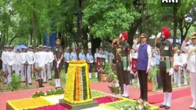 Photo of CM Fadnavis pays tribute to Kargil war heroes in Colaba