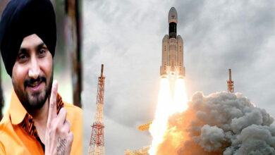 Photo of Netizens pan Harbhajan on 'bigoted' tweet about Chandrayaan-2
