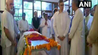 Photo of Omar Abdullah, Sushma Swaraj pay tributes to Sheila Dikshit
