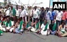 K'taka: Farmer protests enter 11th day, agitators block Bengaluru-Mysuru highway