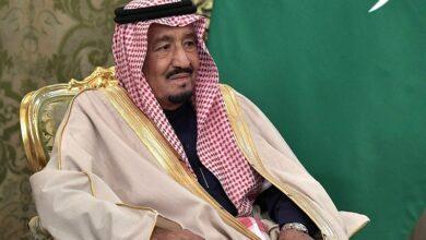 Photo of King Salman hosts British finance minister for talks