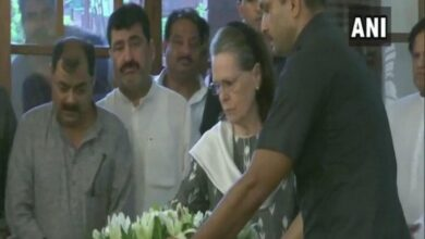 Photo of UPA chairperson Sonia Gandhi pays tributes to Sheila Dikshit