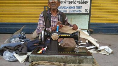 Photo of 82-year-old tailor still at work in Uttarakhand
