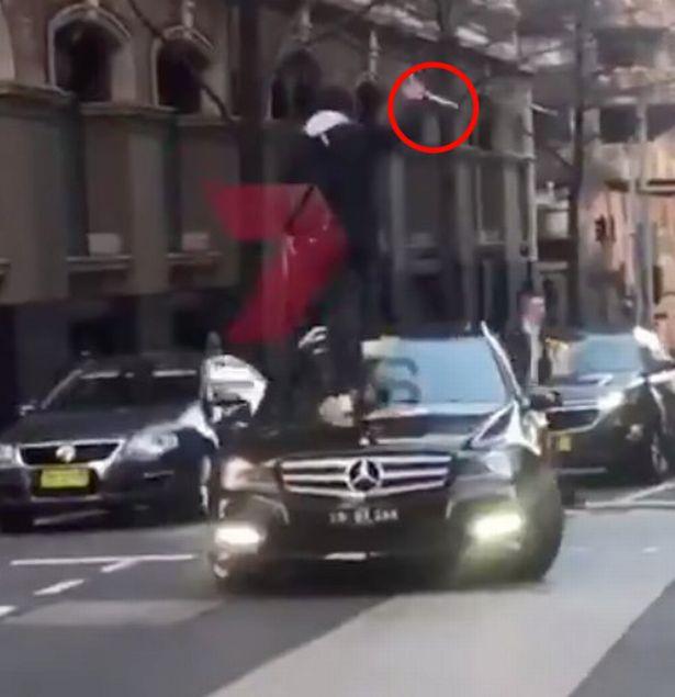 सिडनी में ''अल्लाह-हू अकबर' चिल्लाते हुए युवक ने किया हमला ! 3