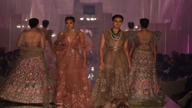 Photo of Bollywood divas sizzle on ramp at LFW 2019