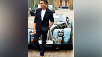 Photo of Here's how Akshay Kumar is a doting son