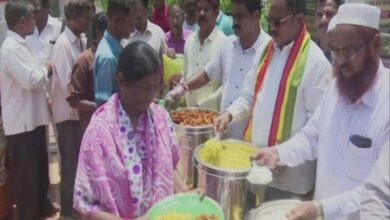 Photo of TDP MLA provides meal at Rs 5 outside Andhra hospital