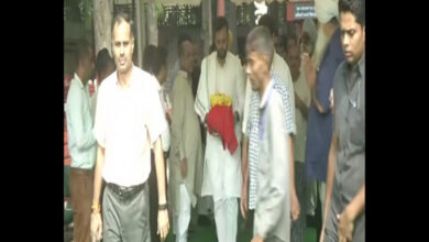 Photo of Family collects Arun Jaitley's ashes from Nigambodh Ghat