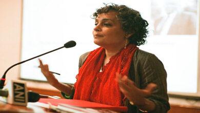 Photo of Arundhati's remark resurfaces, angers Twitterati