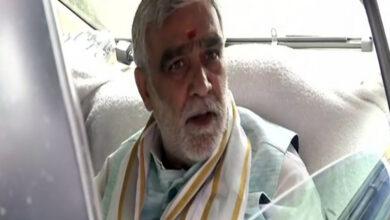 Photo of Ashwini Choubey, Arvind Kejriwal visit Jaitley at AIIMS