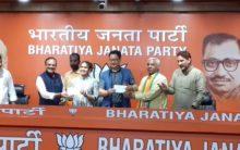 Political 'Dangal' Babita,Mahaveer Join BJP