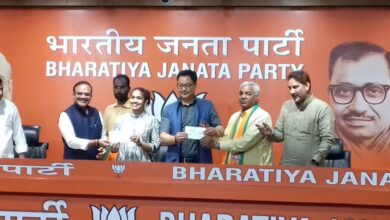 Photo of Political 'Dangal' Babita,Mahaveer Join BJP