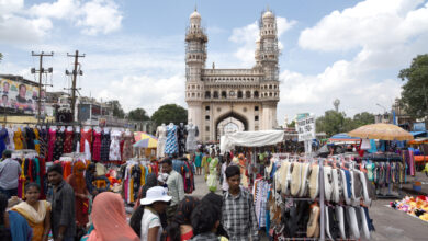 Photo of Hawkers return at Charminar's footpath
