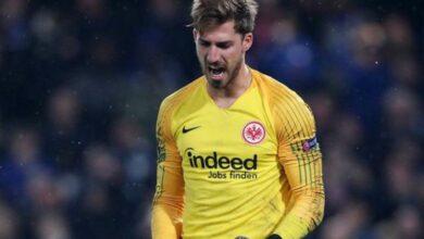 Photo of Eintracht Frankfurt re-signs Kevin Trapp