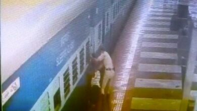 Photo of Hyderabad: RPF constable saves life of train passenger