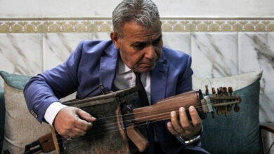Photo of Iraqi teacher transforms assault rifle into musical instrument