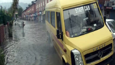 Photo of Heavy rainfall throws life out of gear in Srinagar