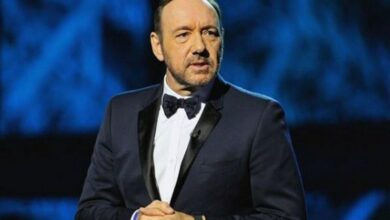 Photo of Spacey reads out poem about dispirited boxer at Rome Museum