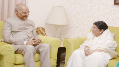 Photo of Kovind meets singer Lata Mangeshkar, wishes her good health