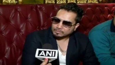 Photo of AICWA bans Mika Singh for performing in Pakistan