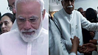 Photo of PM Modi, Advani turn emotional as they pay last respect Sushma
