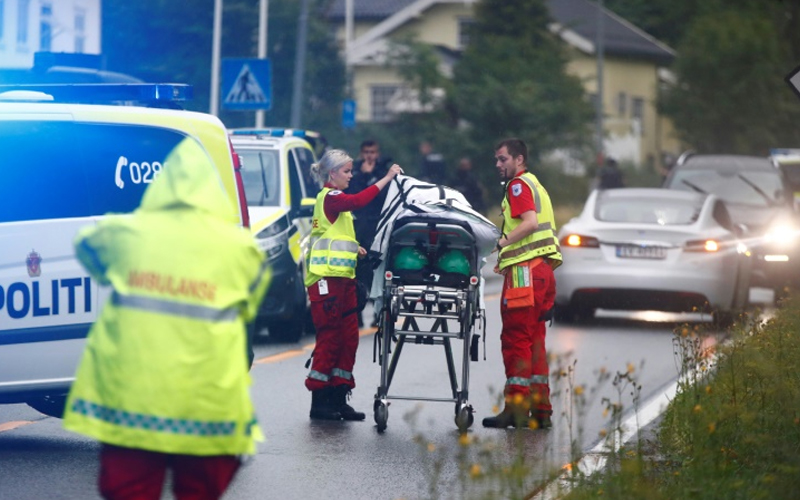 Norway mosque shooting: 65-year-old hailed as hero