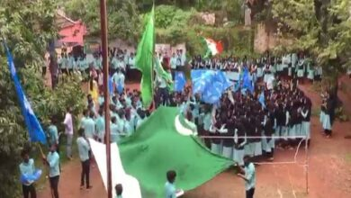 Photo of Police book students mistaking MSF flag for Pakistan