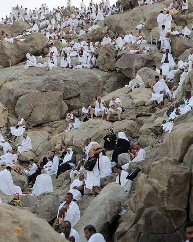 Pilgrims-throng-Mount-Arafat-to -seek-forgiveness-and-mercy-of-Allah-Twitter