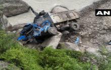 Uttarakhand: 1 dead, 3 injured after vehicle falls in river