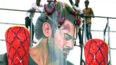 Photo of To celebrate 'Saaho' release, Prabhas fans pour milk on actor's