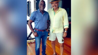 Photo of Ravi Shastri acknowledges the 'Antiguan King'