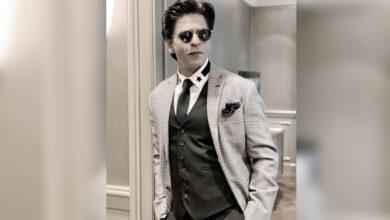 Photo of SRK poses with his 'heroes' Jackie Chan, Van Damme