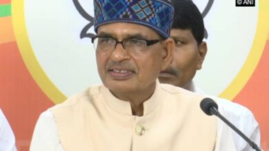 Photo of MP flood politics: Shivraj sings in protest, Cong says 'drama'