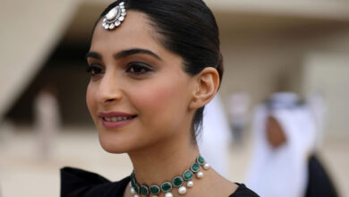 Photo of Sonam Kapoor issues warning to vegetarians and vegans