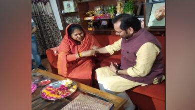 Photo of Sadhvi Niranjan Jyoti ties rakhi to Mukhtar Abbas Naqvi