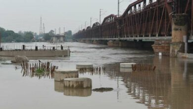 Photo of Yamuna continues to flow over danger mark