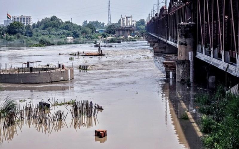Delhi: Water level in Yamuna crosses 'danger mark'