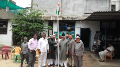 Photo of Syed Tariq Qadri hoists national flag on I-Day