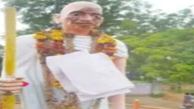 Photo of Gandhi's statue desecrated in Nizamabad