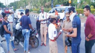 Photo of Hyderabad cops giving helmets instead of challans