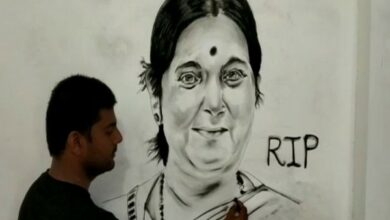 Photo of UP artist Zoaib makes 6 feet charcoal portrait of Sushma Swaraj