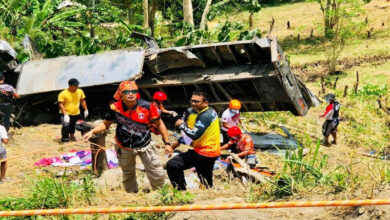 Photo of 20 killed as truck plunges down ravine in Philippines