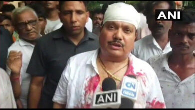 Photo of Bengal BJP MP suffers head injury in clash, blames police