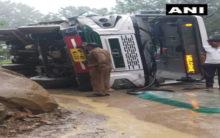 HP: Three injured as bus overturns in Mandi district