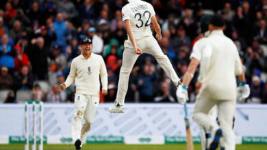 """Photo of """"We can come back,"""" says English bowler Craig Overton"""