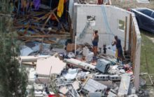 Hundreds flee chaos in storm-ravaged Bahamas