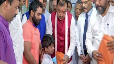 Photo of Keshav Prasad visits a hospital in Mumbai as part of Sewa Saptah
