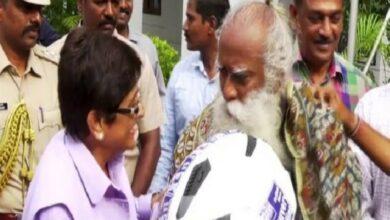 Photo of Puducherry: LG Kiran Bedi felicitates Sadhguru Jaggi Vasudev