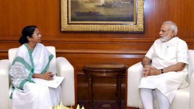Photo of Mamata sends Modi sweets as CBI hunts for Rajeev Kumar