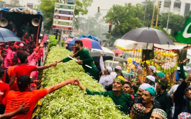 What happened when Ganesh, Muharram processions cross each other?